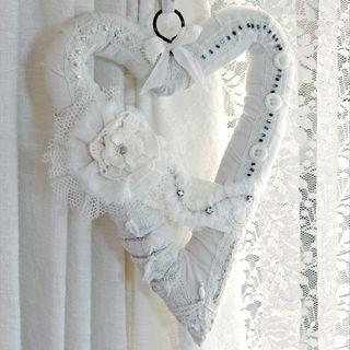 Shabby-heart-hanging